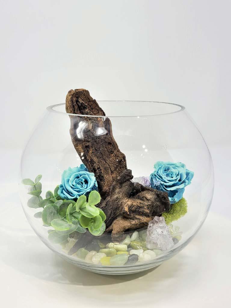 Rose éternelle bleu pâle dans un pot en verre